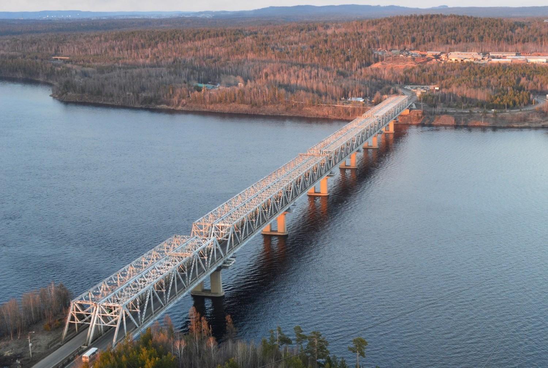 Мост через реку Ангара в Усть-Илимске